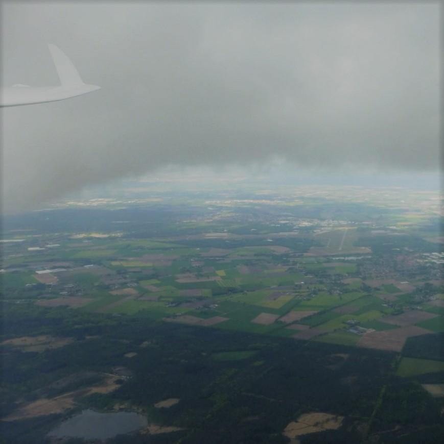 Zweefvliegne in de buurt van Breda (NB)